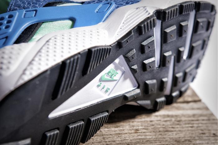 Nike-Air-Huarache-LE-size-exclusives-2013-7