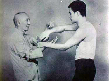 The_age_of_18_Bruce_Lee_and_Ye_Wen (1)