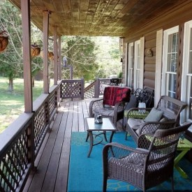 5 Ideas on How to Decorate Your Deck Area