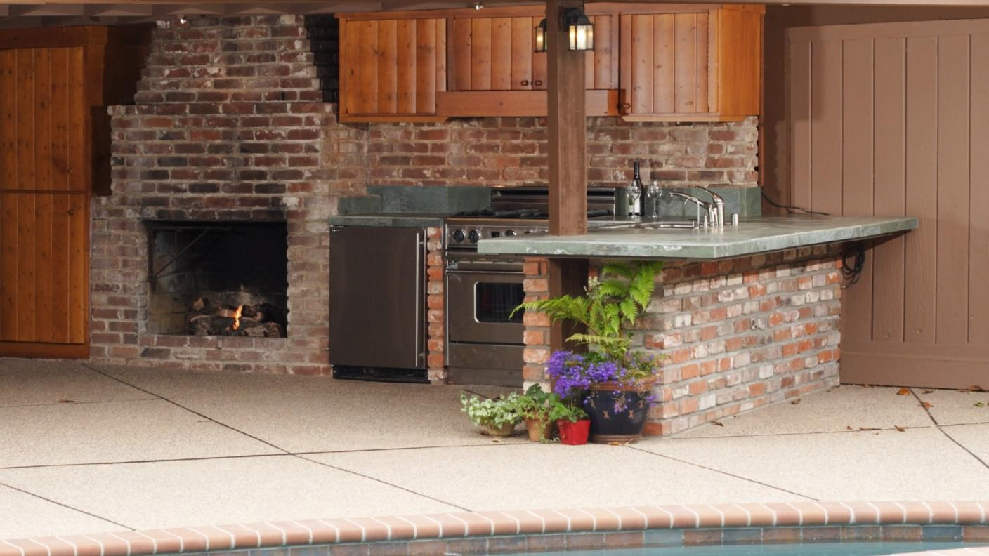 Outdoor Kitchen Counter Withstand Elements - The Dedicated House