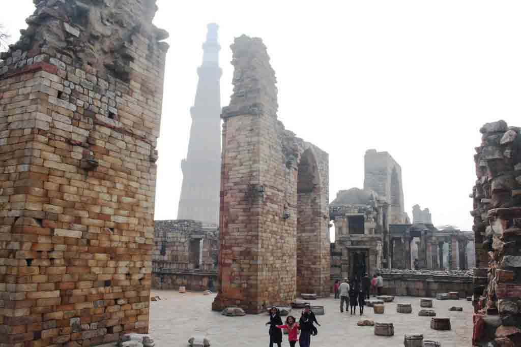 hindi essay on qutub minar ताजमहल पर निबंध | essay on tajmahal in hindi विश्व के सात आश्चर्यो में से एक है ताजमहल । शाहजहाँ और मुमताज महल के प्रेम का प्रतीक जो दो दिलों के प्रेम.