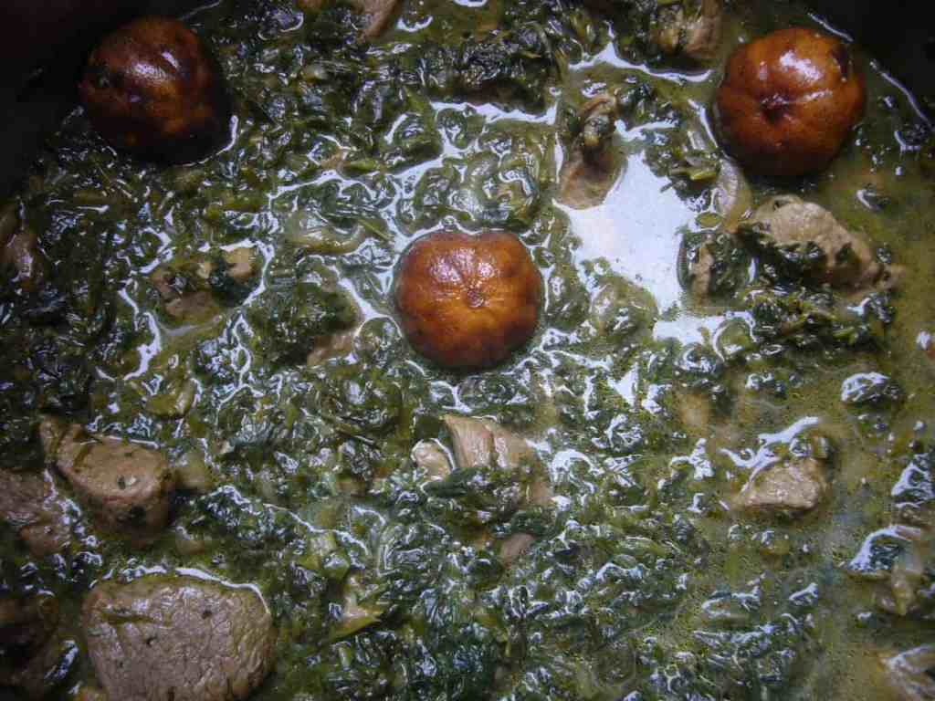 persian-fresh-herb-stew-with-meat-and-kidney-beans-prep