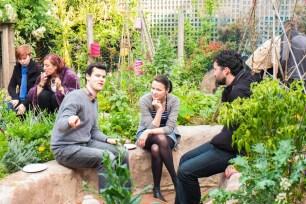 superadobe-earthbag-garden-bed-entertaining-seat (1)