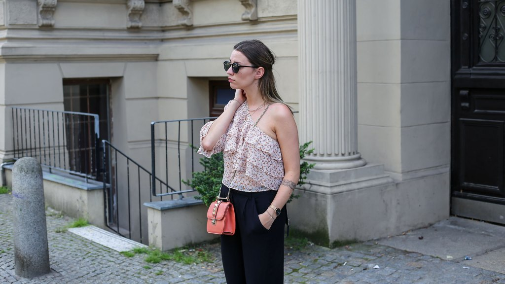 thediaryofbianca Beitragsbild_Outfit-One-Shoulder-Top-Culotte-Sneaker-Valentino-2