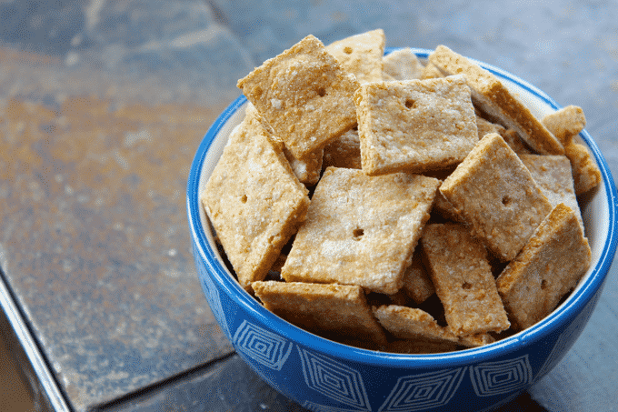 Healthy Cheez-it's recipe. These Cheez-It's are a totally guilt free, low calorie, and low carb, version of the originals. The Diet Chef #Healthysnacks #weightwatchers