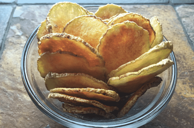 The HEALTHIEST potato chip recipe EVER created. These are the best low calorie, low fat potato chips I've ever had. Only 3 Weight Watcher Points Plus #healthypotatochips #WeightWatchers