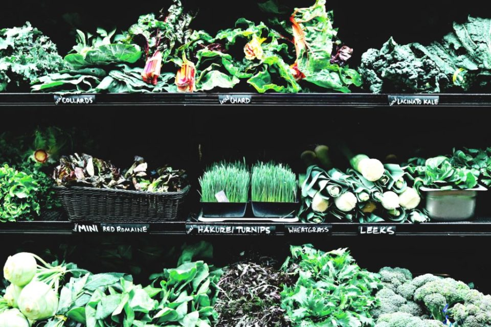 Dark green leafy vegetables are a cancer fighting food. Learn about other foods that fight cancer. #cancerfightingfoods #cancerdiet #cancerprevention, #cancerscreening, #breastcancerprevention, #fightcancer, #anticancerfoods