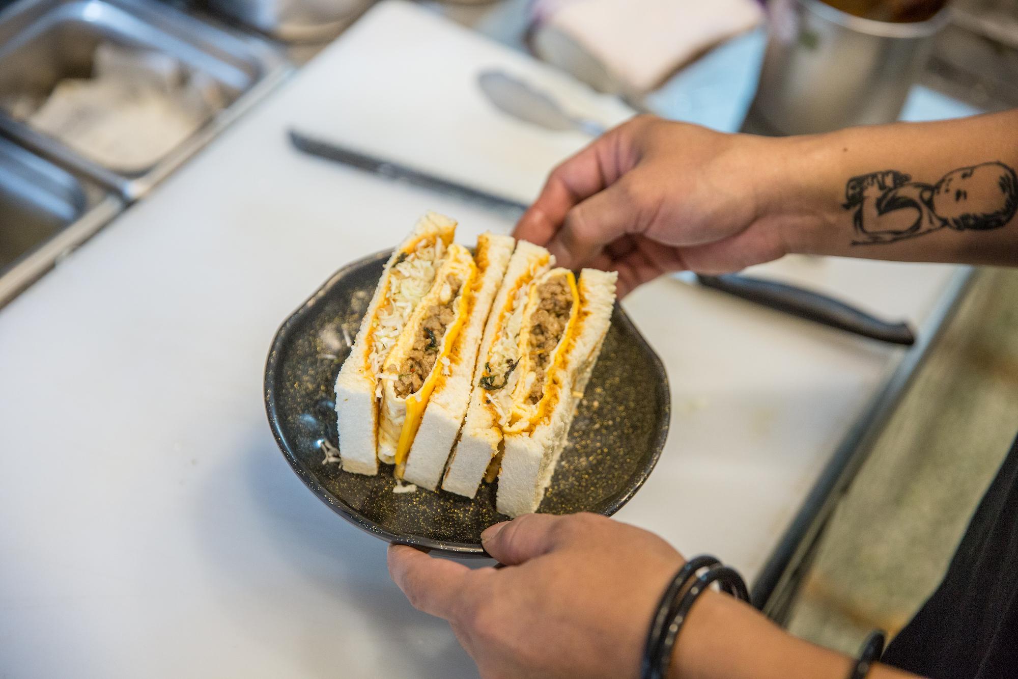 「我在鹿港」 30 歲小夫妻用早餐找回自己|旮旯楍卅碳烤吐司