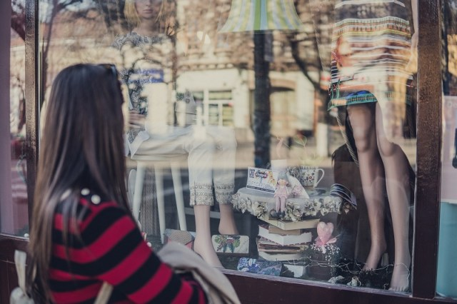5 Ways We're All Turning into Shopaholics (And What To Do About It)