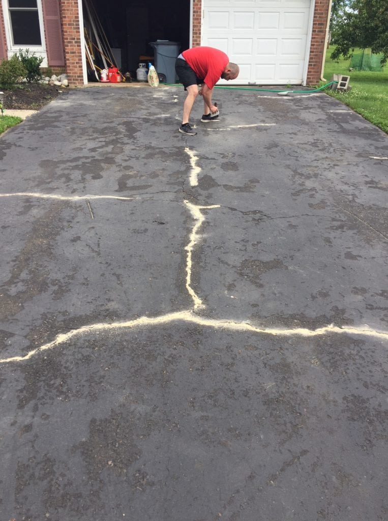 fill driveway cracks with sand