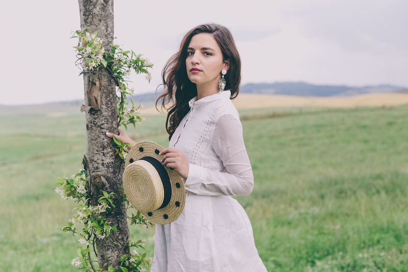 white linen dress travel blogger milan