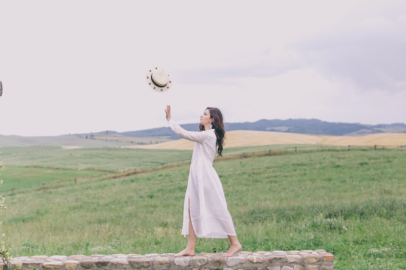 white linen dress travel blogger tuscany