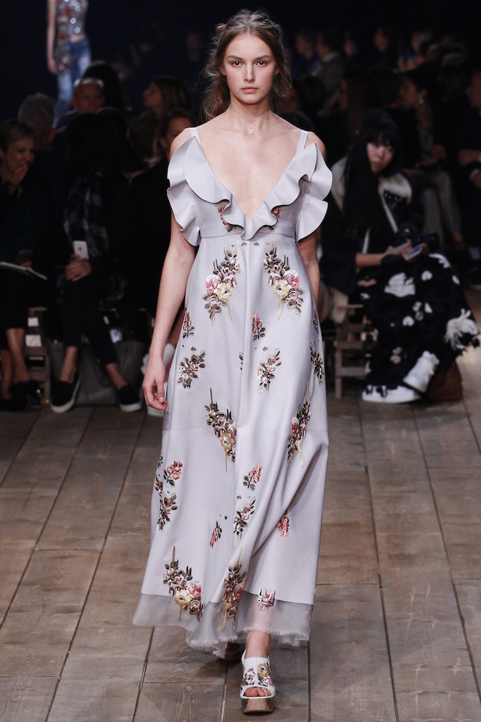 fall-winter-2016-2017-fashion-trend-ruffle-dresses-alexander-mcqueen
