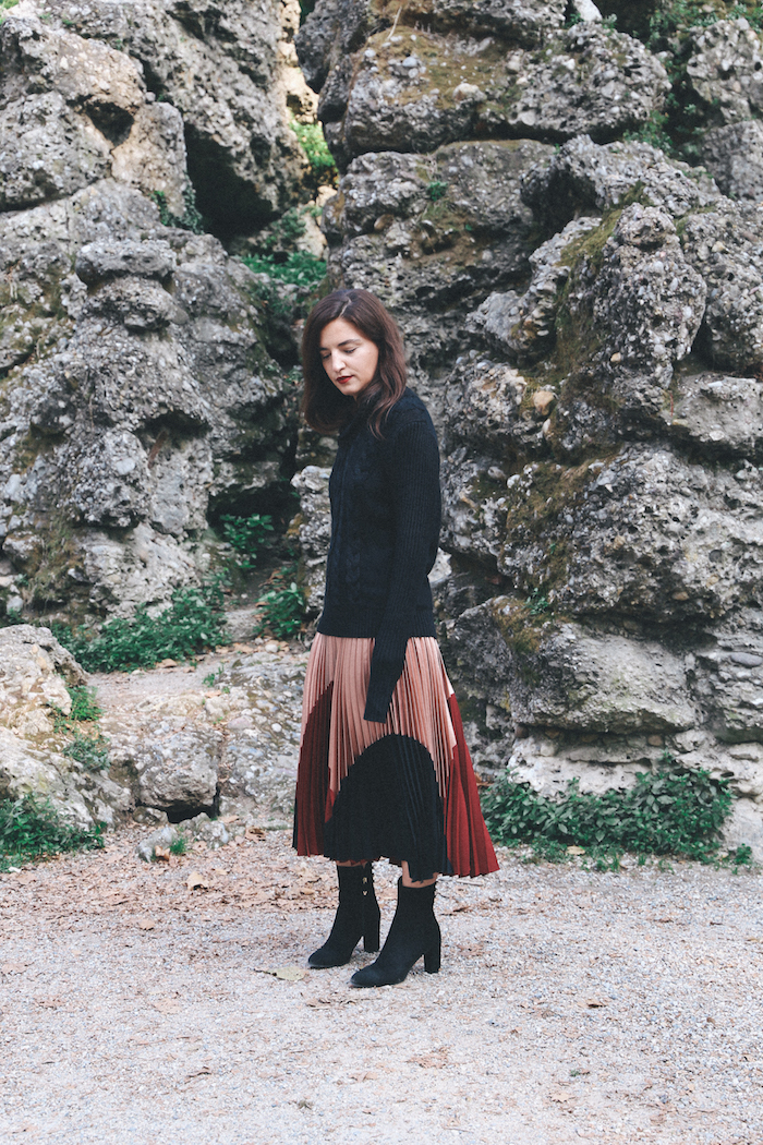 pleated-skirt-black-boots-fashion-blogger-streetstyle-anja-tufina