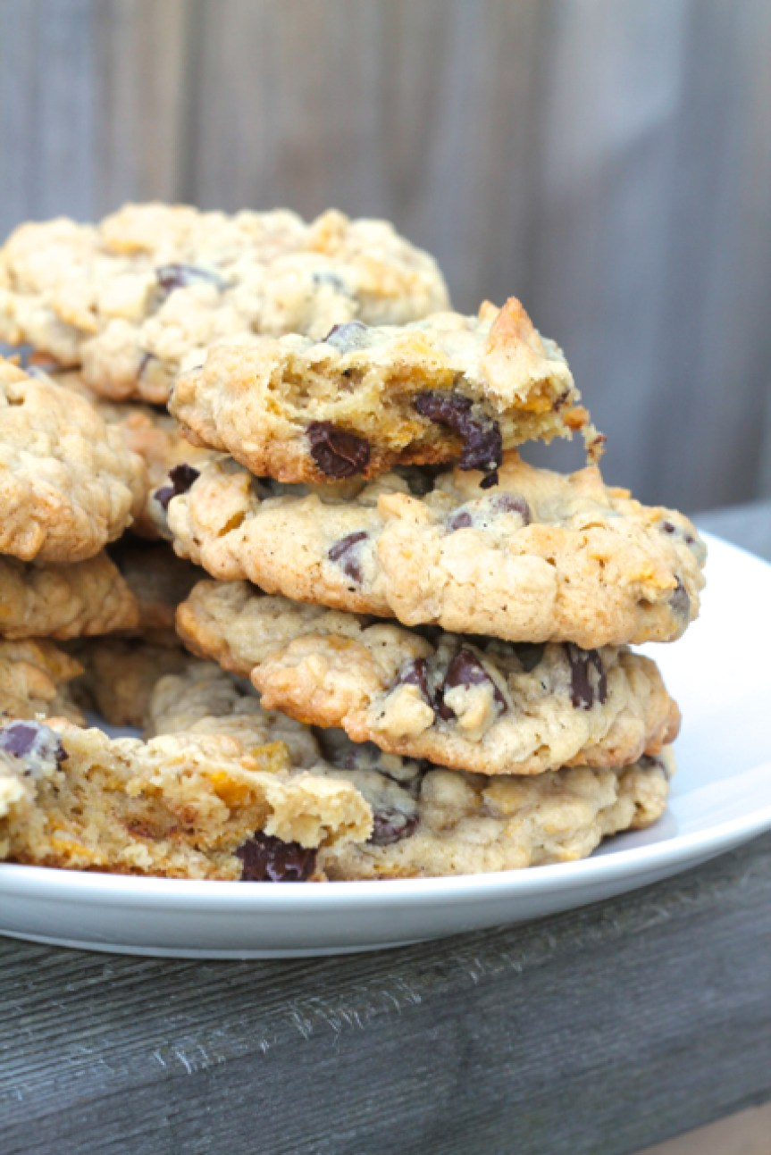 Oatmeal Cornflake Chocolate Chip Cookies | thedomesticblonde.com