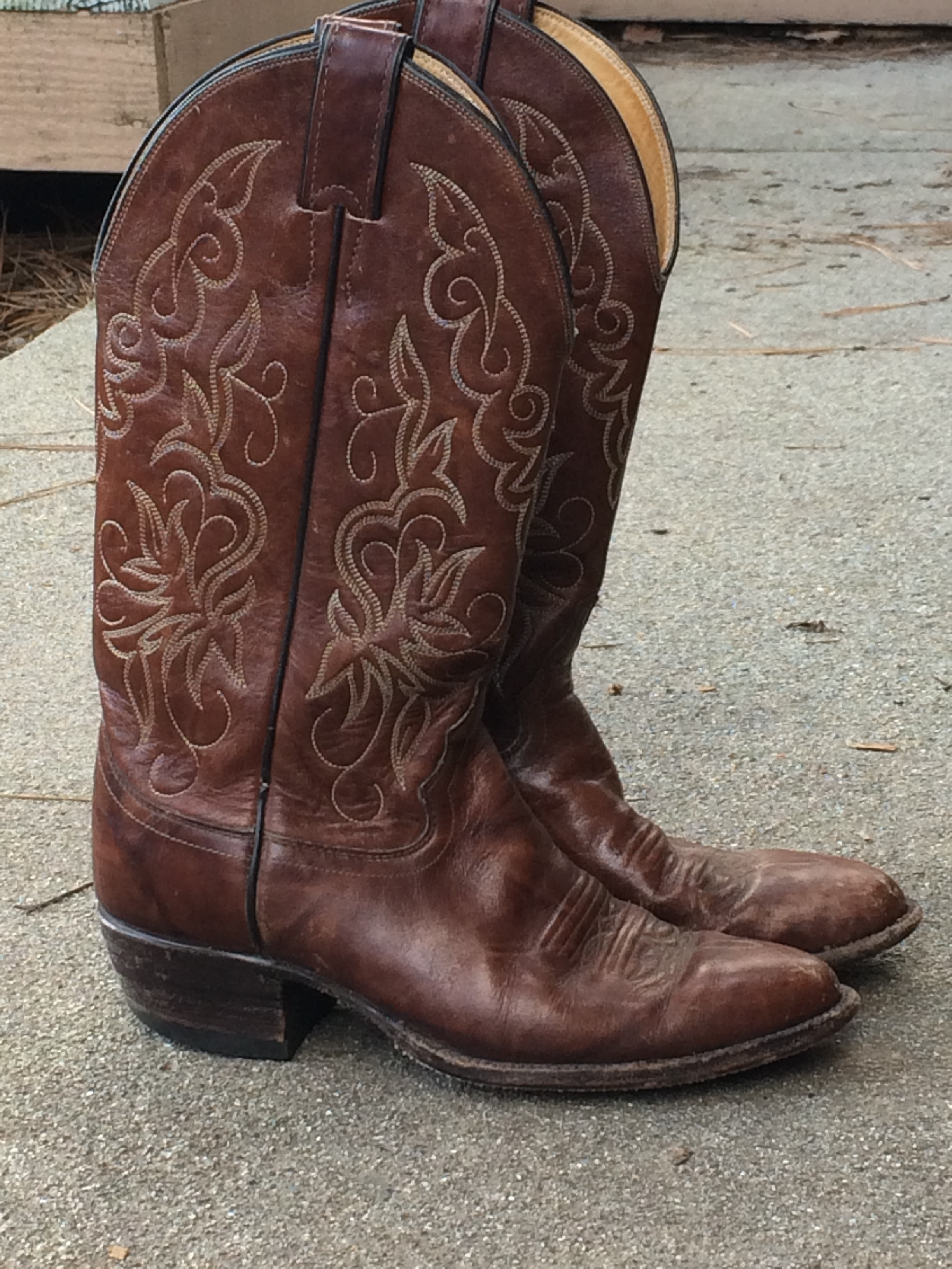 Guide to Buying Vintage Cowboy Boots - The Domestic Wildflower