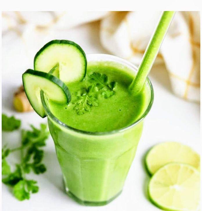 Healthy green vegetable detox juice recipe