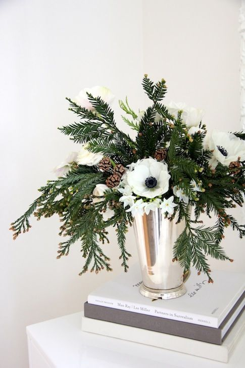 I'm Loving...Simple + Elegant Christmas Tablescapes