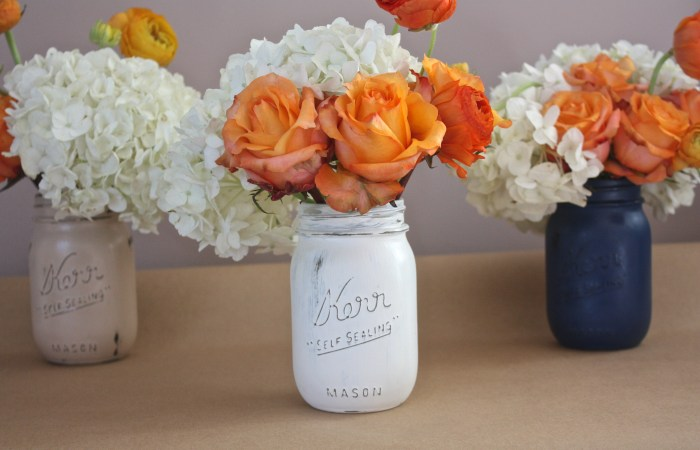 How To : Rustic Chalk Paint Mason Jars