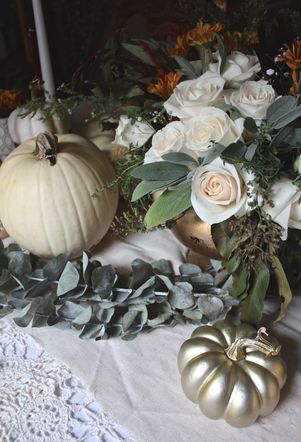 Organic & Soft Metallic Thanksgiving Tablescape