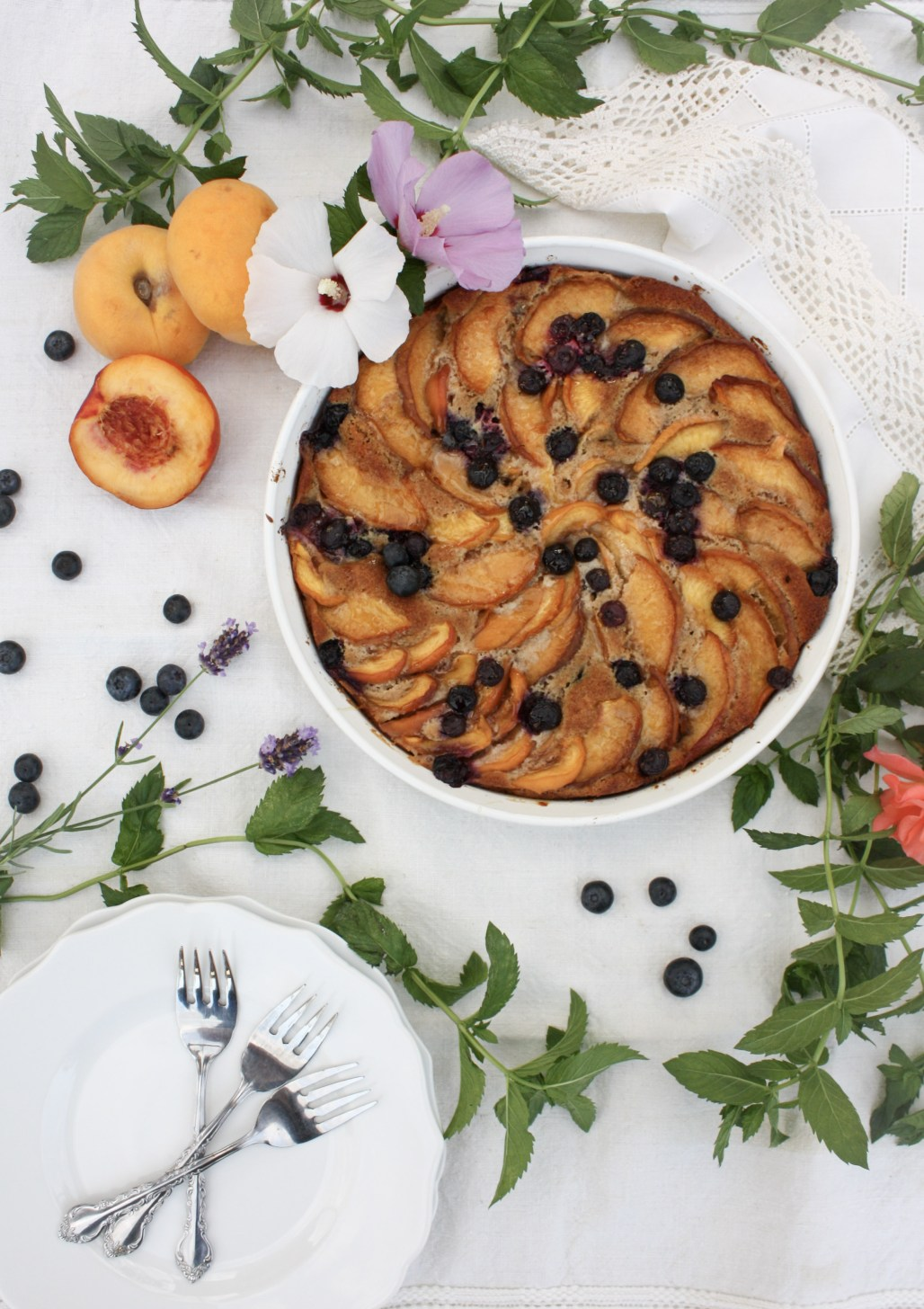 A Rustic Peach & Blueberry Cake | Dreamery Events