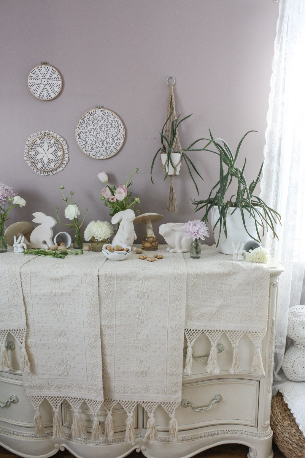 A Minimalist Boho Easter Tablescape || Dreamery Events