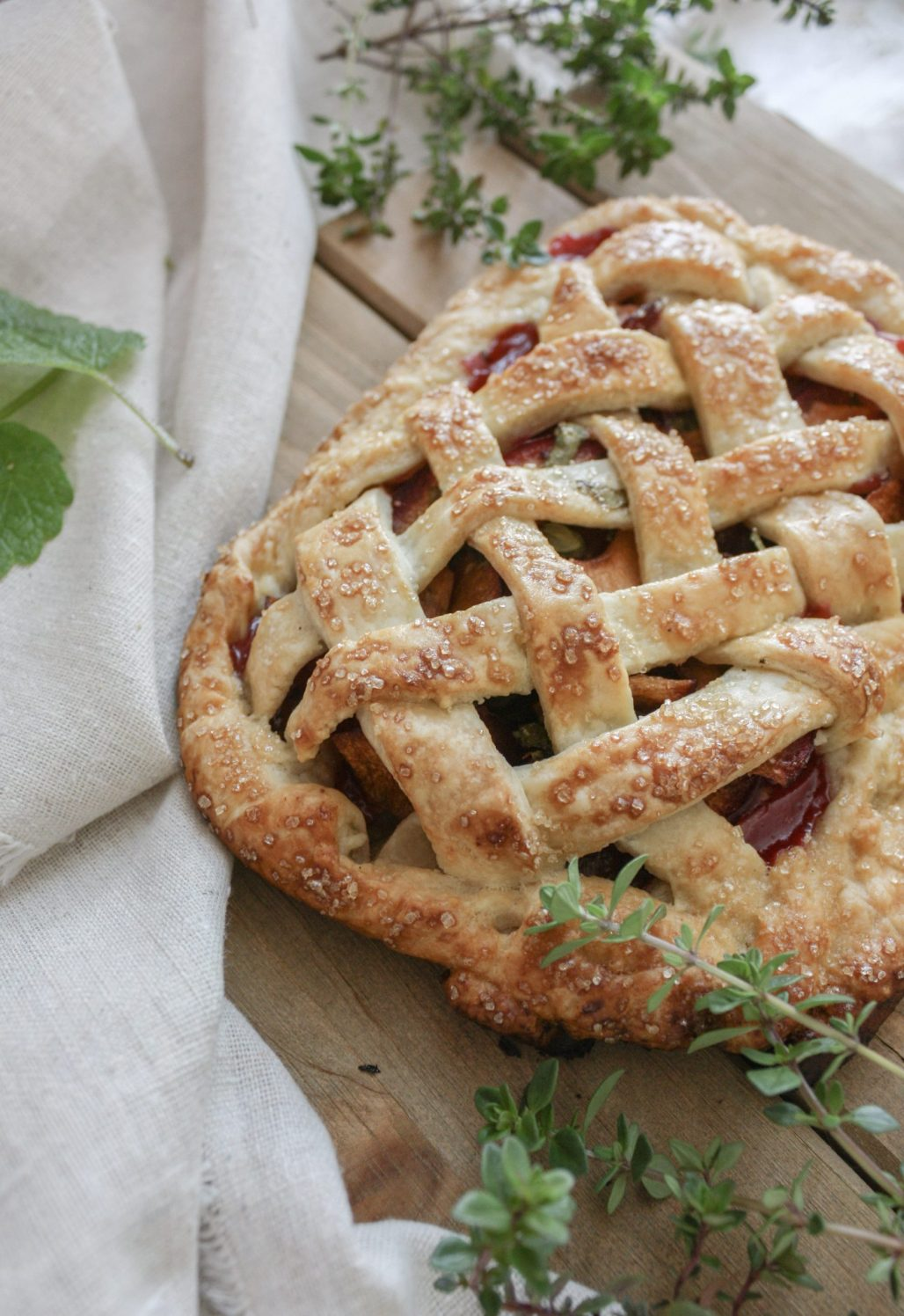 Summer Fruit & Herb Pairings :: Plum, Lemon Balm + Thyme Pie || Dreamery Events