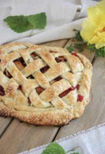 Summer Fruit & Herb Pairings :: Plum, Lemon Balm + Thyme Pie || Dreamery Events