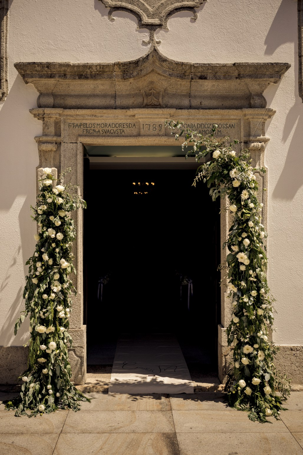 Modern Traditionalism meets a Floral Wonder for this Portugal Wedding at Aqueduto Eventos | Dreamery Events