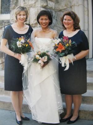 September 1998: Simple yet elegant navy bridesmaid dresses.