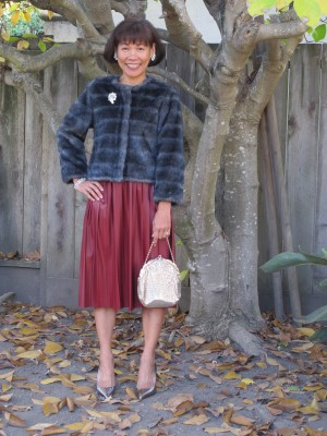 My updated tribute to old-time Hollywood glamour: faux fur, vegan leather skirt, vintage brooch and mesh handbag.