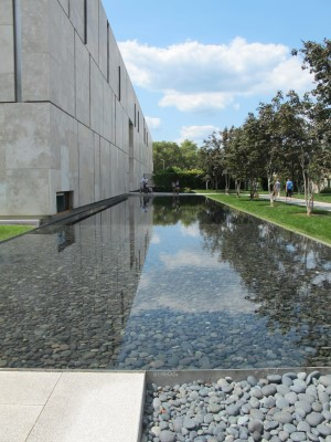 The side of the Barnes Museum.