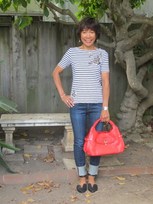 We still have our Indian summer, so summer attire is required for the mild autumn days. Cropped jeans, striped and sparkle-embellished t-shirt, flats, and a bright pop of red in a big handbag for jetting around on busy weekends.