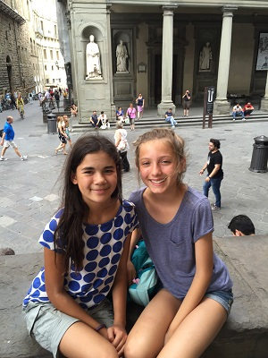 Two friends from El Cerrito meeting in Firenze,  Piazza della Signoria.