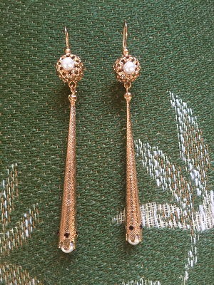 A pair of earrings purchased at Stilelibero Momili, which reminds me of earrings a woman from the Renaissance would wear.