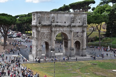 The arch before entering the Forum.