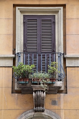 Shuttered window on the way to the Pantheon.