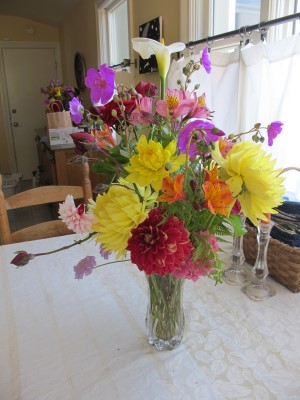 When we came back from Italy, I was able to make bouquets for delivery before the 4th of July. The garden was looking great!