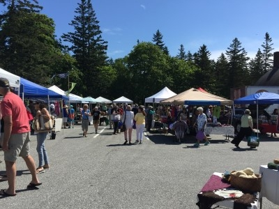 Five minutes away to the Friday Farmer's Market, where local crafts and artisan goods, wildflower bouquets, and artisan foods are on display.