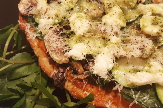 Naan pizza with spinach, courgette, lardons