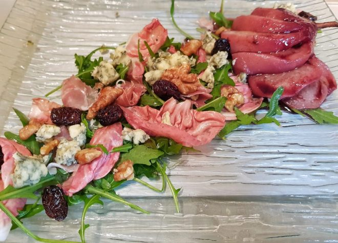 Pear, walnut and blue cheese Christmas salad