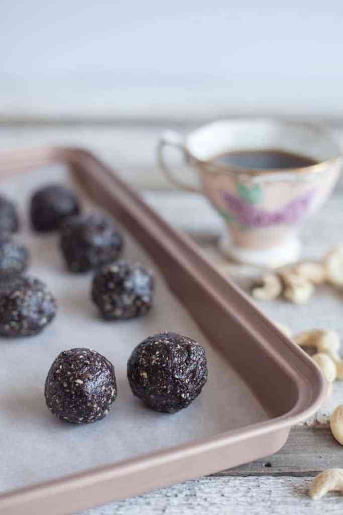 energy bites no bake chocolate blueberry