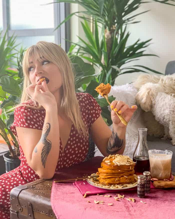 Vegan Pumpkin Spice Pancakes | The Edgy Veg