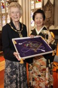Mrs Kusano presents the Lady Provost, Elizabeth Grubb with a gift