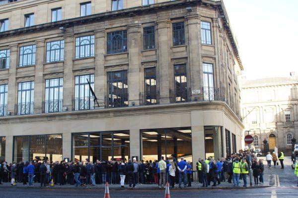 Apple Store opened today on Princes Street – The Edinburgh