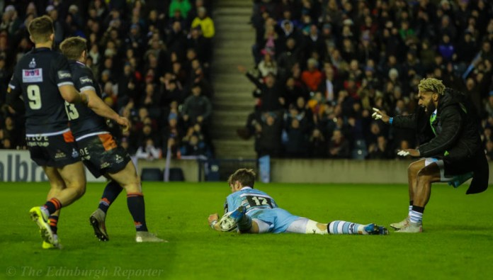Pete Horne on the end of his brother's lob for Glasgow's try