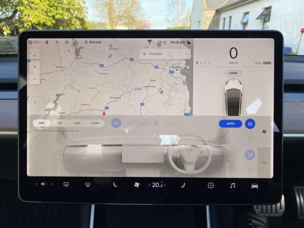 Tesla Model 3 Touchscreen