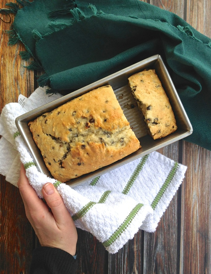 Easy Irish Soda Bread at https://www.theeverykitchen.com