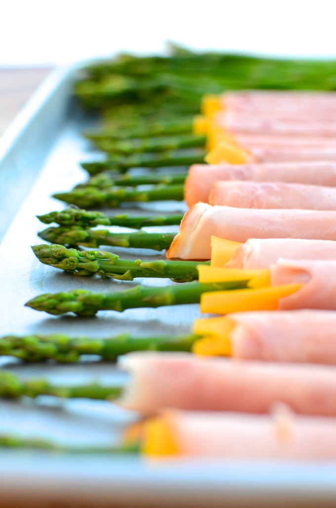 Ham & Cheese Asparagus Spears at www.mybottomlessboyfriend.com