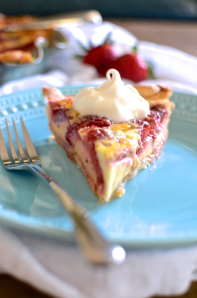Treat yourself to spring: Strawberry Lemon Buttermilk Pie on www.mybottomlessboyfriend.com